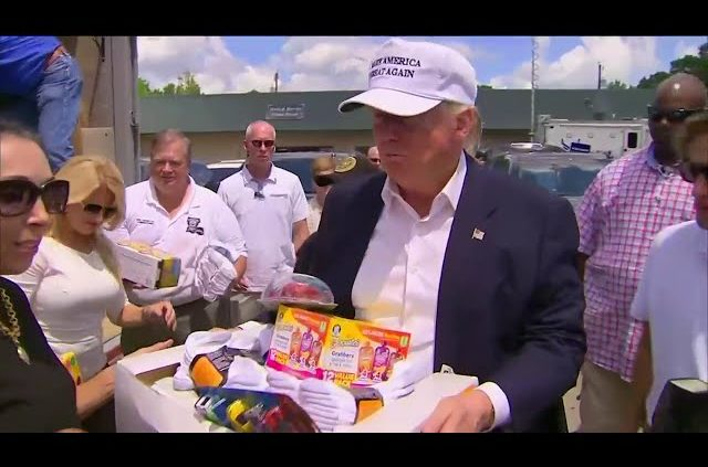 Donald Trump Hands Out Supplies To Louisiana Flood Victims 8/19/16